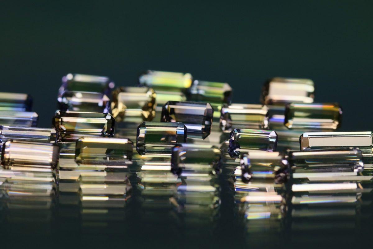 良質な素材にも非常にこだわったクアラントットのジュエリー素材|まざまな国から届く上質で個性あふれる宝石たち